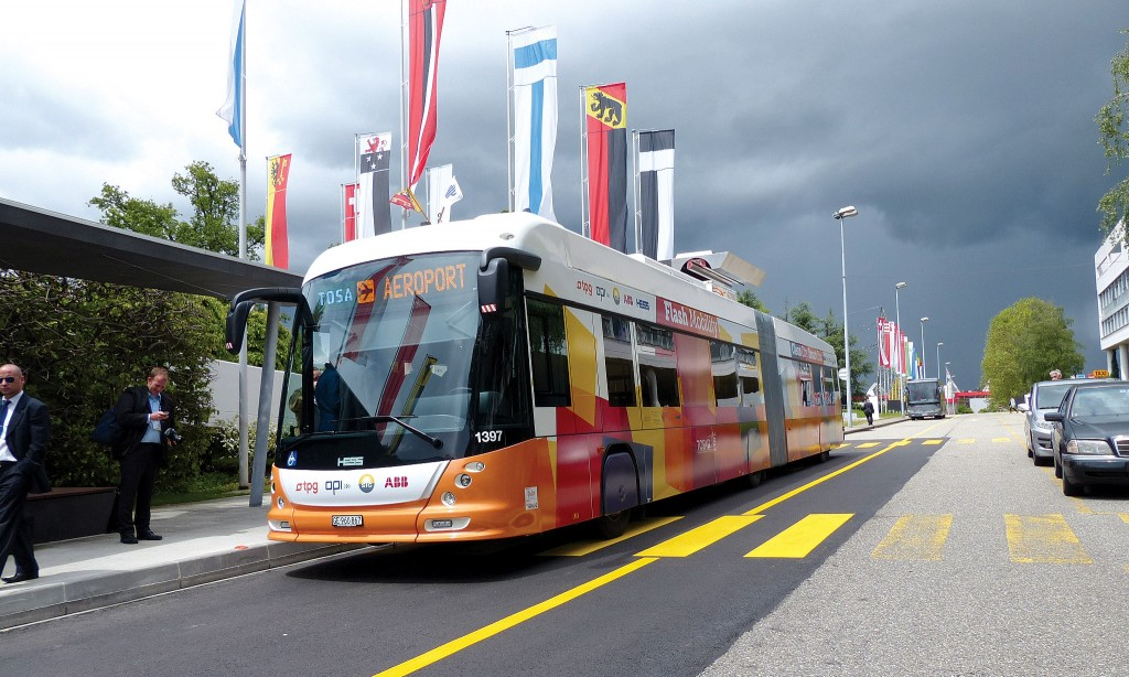 A Swiss consortium built the world's first rechargeable articulated electric bus.