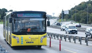 A BredaMenarinibus separated from traffic on an Istanbul busway.