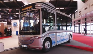 The all-electric BlueBus minibus built by Gruau.